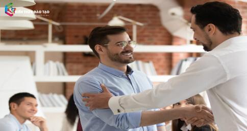 Khuyến khích và tạo động lực cho nhân viên làm việc hiệu quả