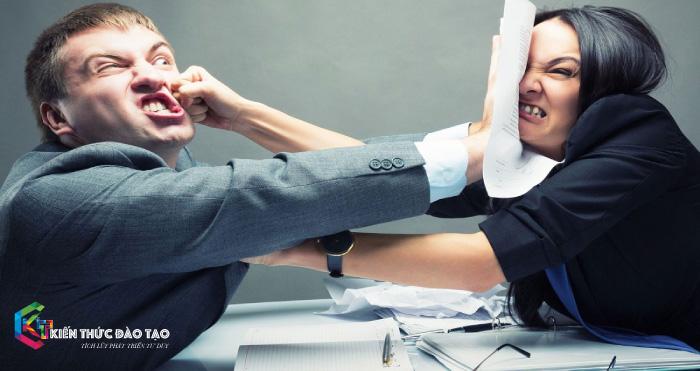 Bất đồng quan điểm dẫn đến mẫu thuẫn giữa nhân viên