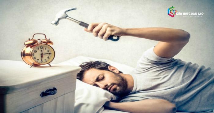 Tạo thói quen thức dậy và đi làm sớm